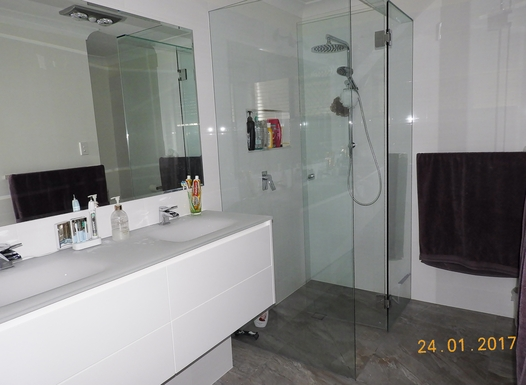 Home exchange in,Australia,Margate,Ensuite with double sink, shower and toilet.