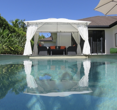 Home exchange in,Australia,peregian springs,Pool and seating area