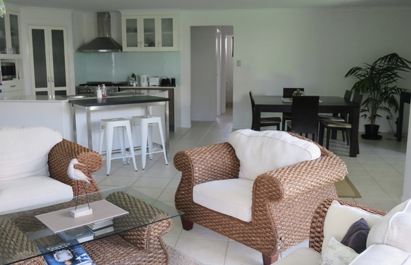 Home exchange in,Australia,peregian springs,living area and kitchen