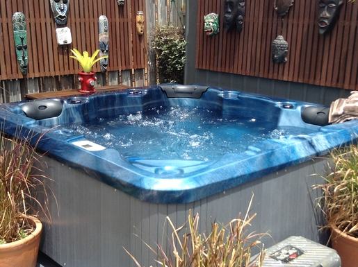 Home exchange in,Australia,Cornubia,Jacuzzi/Spa just right to cool off on a hot day