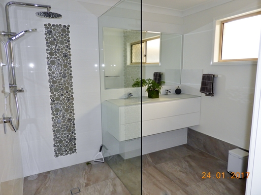 Home exchange in,Australia,Margate,Main bathroom with toilet in separate room.