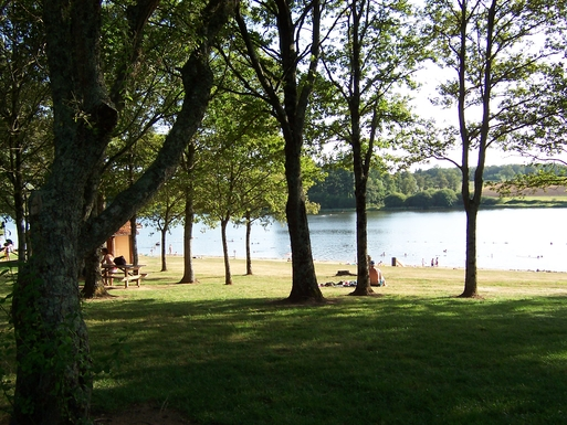 Home exchange in,France,St Mathieu,St Mathieu lake