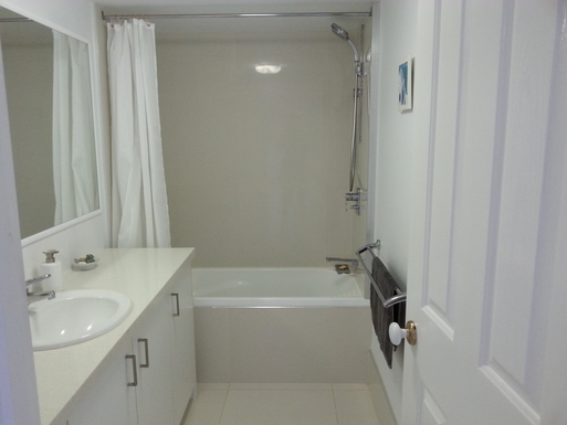 Home exchange in,Australia,MAROOCHYDORE,Main bathroom