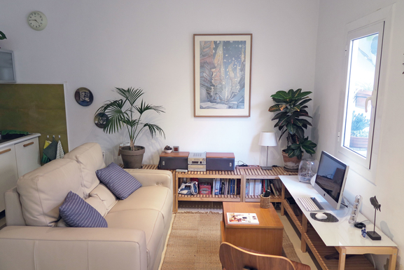 Home exchange in,Spain,Barcelona, 11k, N,Living-dining room with full-equipped kitchen.