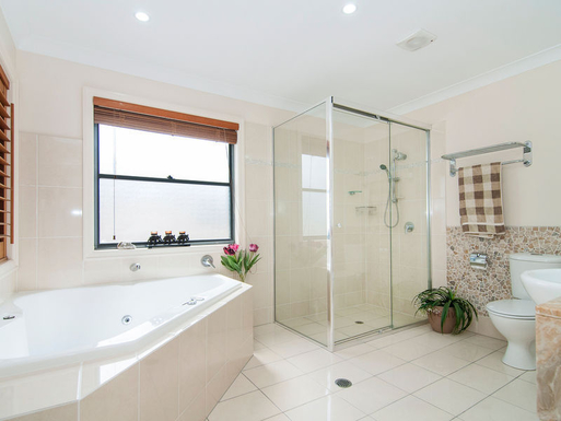 Home exchange in,Australia,Gold Coast,Ensuite bathroom