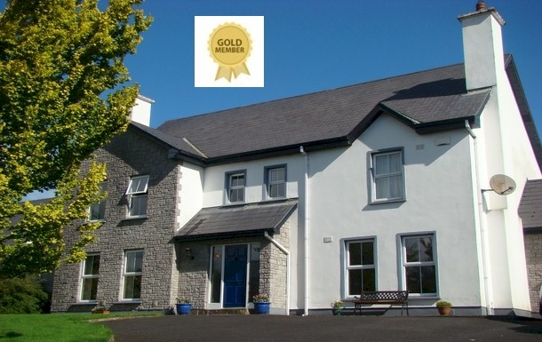 Kodinvaihdon maa Irlanti,Limerick, 13m, NE, Munster,Spacious home with spectacular lake view,Home Exchange Listing Image