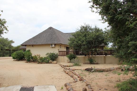BoligBytte til,South Africa,Hoedspruit,Driveway towards the house