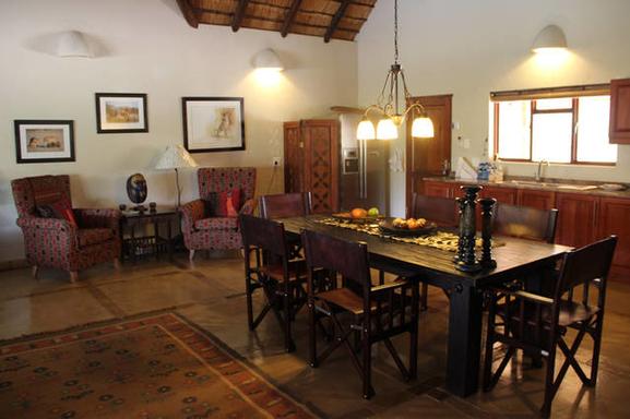 BoligBytte til,South Africa,Hoedspruit,Livingroom/kitchen