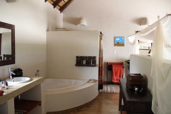 BoligBytte til,South Africa,Hoedspruit,Bathroom in master bedroom 1