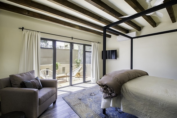 BoligBytte til,Mexico,San Miguel de Allende,Master Bedroom towards Patio with Seating & Table