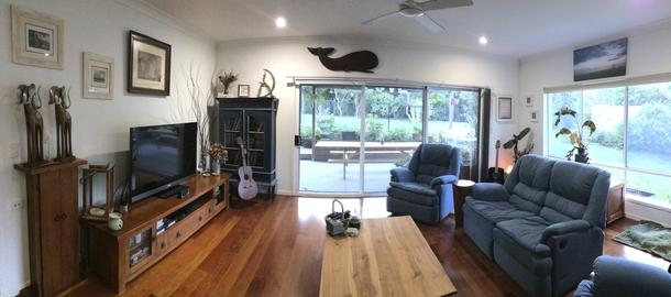 Home exchange in,Australia,POTTSVILLE,Lounge room