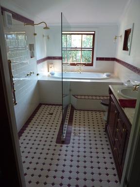 Home exchange in,Australia,Tamborine Mountain,Ensuite bathroom for Bedroom 1 upstairs