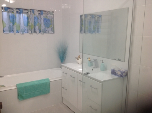 Home exchange in,Australia,Mermaid Waters,Bathroom F