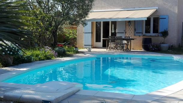 Jardin de printemps, piscine, façade sud