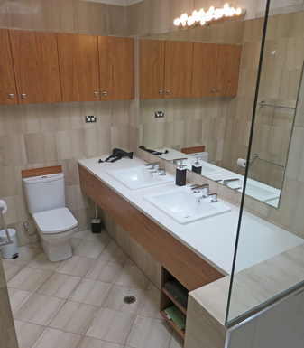 Home exchange in,Australia,Airlie Beach,Bathroom - large double sink