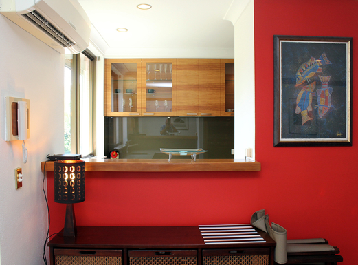 Home exchange in,Australia,Airlie Beach,Looking into lthe kitchen from the dining room
