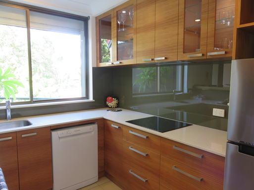 Home exchange in,Australia,Airlie Beach,Kitchen with glass cooktop