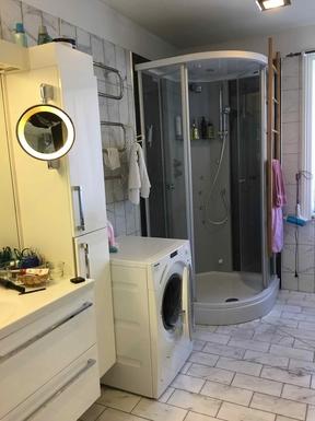 BoligBytte til,Norway,Oslo,Bathroom with tub, shower, bidet, washing, drying