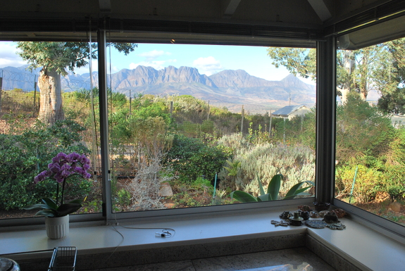 BoligBytte til,South Africa,Somerset West,View of Helderberg mountains from Kitchen window