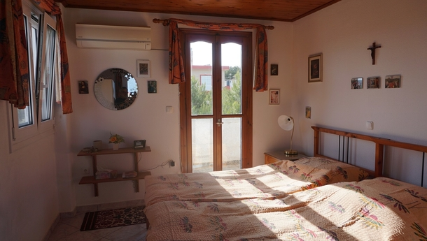BoligBytte til,Greece,Artemida, Athens,,Upstairs double bedroom with balcony.