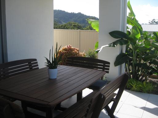 Home exchange in,Australia,Korora,Outdoor eating in garden