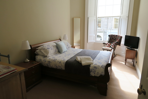 BoligBytte til,United Kingdom,Edinburgh,Rear Bedroom with King size bed