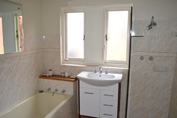 Home exchange in,Australia,Balgowlah Heights, Sydney,Lower Bathroom