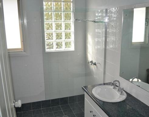 Home exchange in,Australia,Balgowlah Heights, Sydney,Upper Bathroom