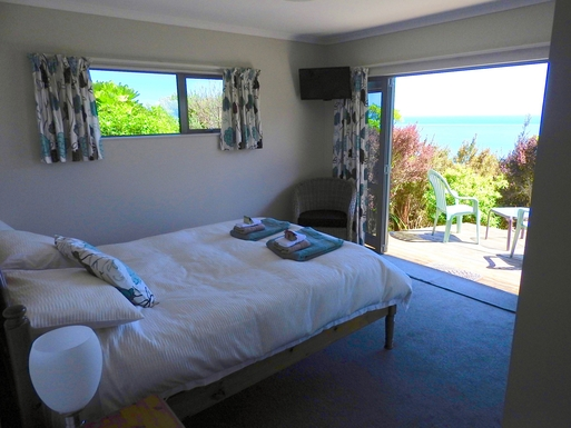 BoligBytte til,New Zealand,Nelson,Lower bedroom with deck, sea view, TV & ensuite