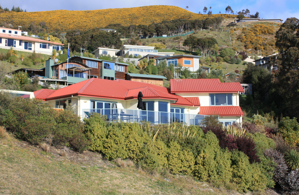 BoligBytte til,New Zealand,Nelson,Bedrooms are on both levels to right of photo.