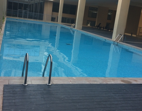 BoligBytte til,United Arab Emirates,AD,Swimming pool opposite front door