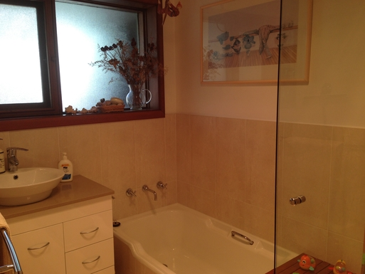 Home exchange in,Australia,CHIFLEY,Main bathroomk