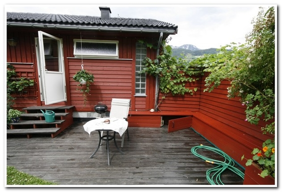 BoligBytte til,Norway,Ulvik,Entrance to garden from master bedroom and bath