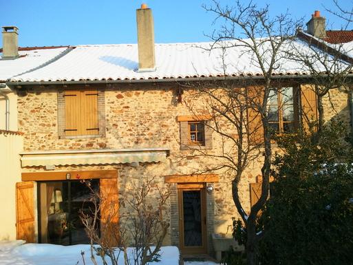 BoligBytte til,France,LIMOGES,House in winter, from the garden