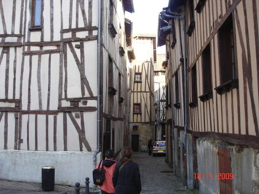 BoligBytte til,France,LIMOGES,a street in Limoges