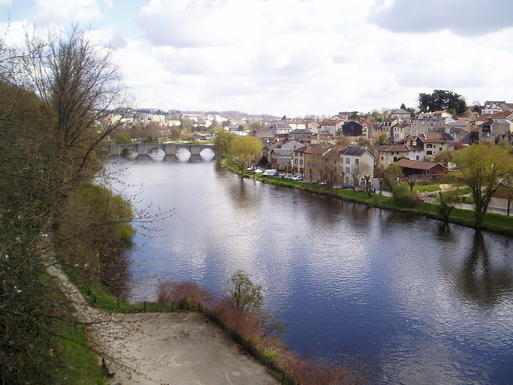 BoligBytte til,France,LIMOGES,the river Vienne, with one of middle age bridge