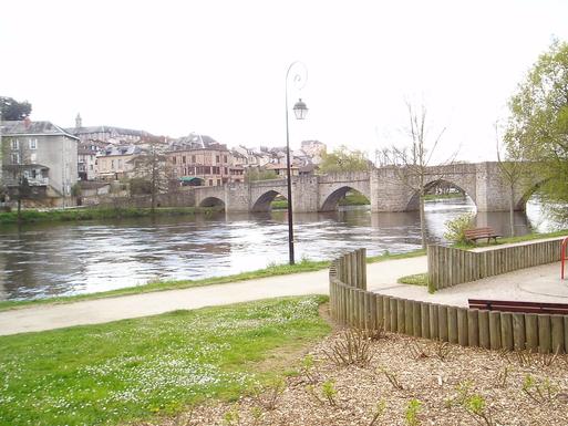 BoligBytte til,France,LIMOGES,a middle adge bridge