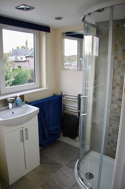 BoligBytte til,United Kingdom,Edinburgh,Ensuite shower room