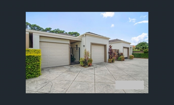Home exchange in,Australia,gold coast,Garages at front of house