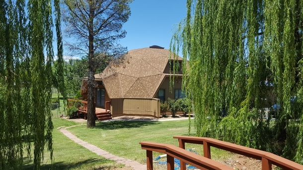 Peaceful 3500 square foot  home on 1 acre of oasis