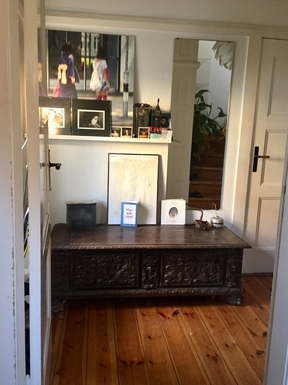 Entrance with door in the livingroom with TV