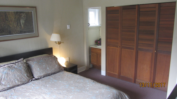 Home exchange in,Canada,Vancouver,Bright room with queen bed, large closets & sink.