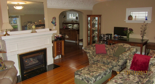 Home exchange in,Canada,Vancouver,Spacious living room with original hardwood floors