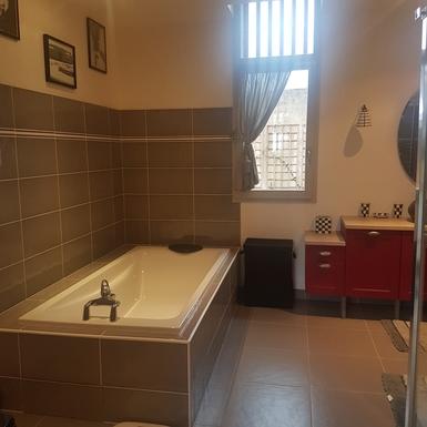 Home exchange in,France,Rocamadour,Oversized bathtub in light-filled bathroom