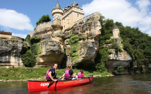 Home exchange in,France,Rocamadour,Canoeing on the Dordogne