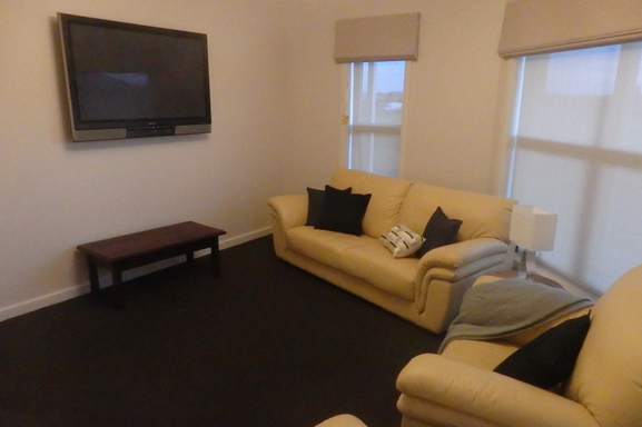 BoligBytte til,Australia,Mount Gambier,Lounge Room with TV
