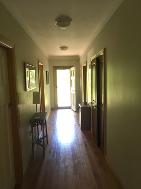Home exchange in,Australia,Leura,hall looking towards front door