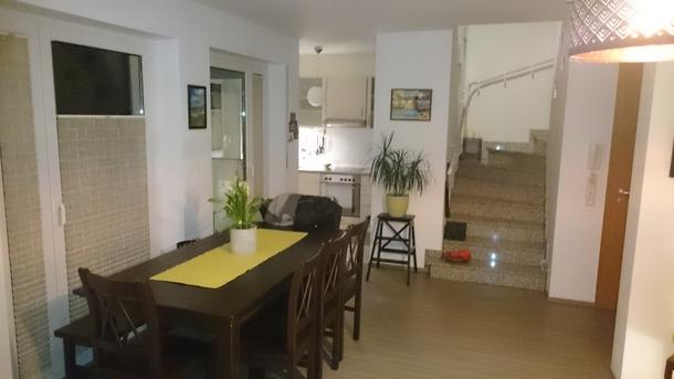 BoligBytte til,Germany,Eschborn,Wohnzimmer mit Zugang zur Küche, GästeWc u. Balkon