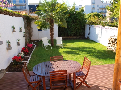 Bostadsbyte i,France,NANTES,Garden with lounge and barbecue