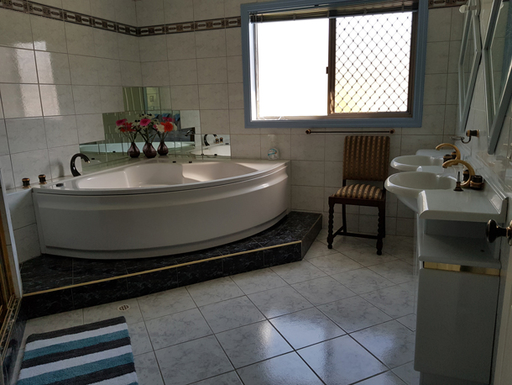 Home exchange in,Australia,SANDSTONE POINT,Groundfloor-bathroom